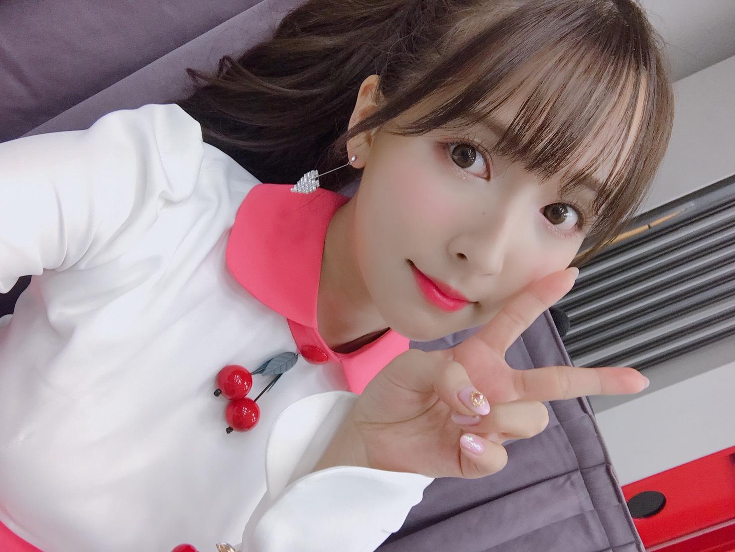 三上悠亜がアイドルから転身し人気を集めブレイクしたのは何?